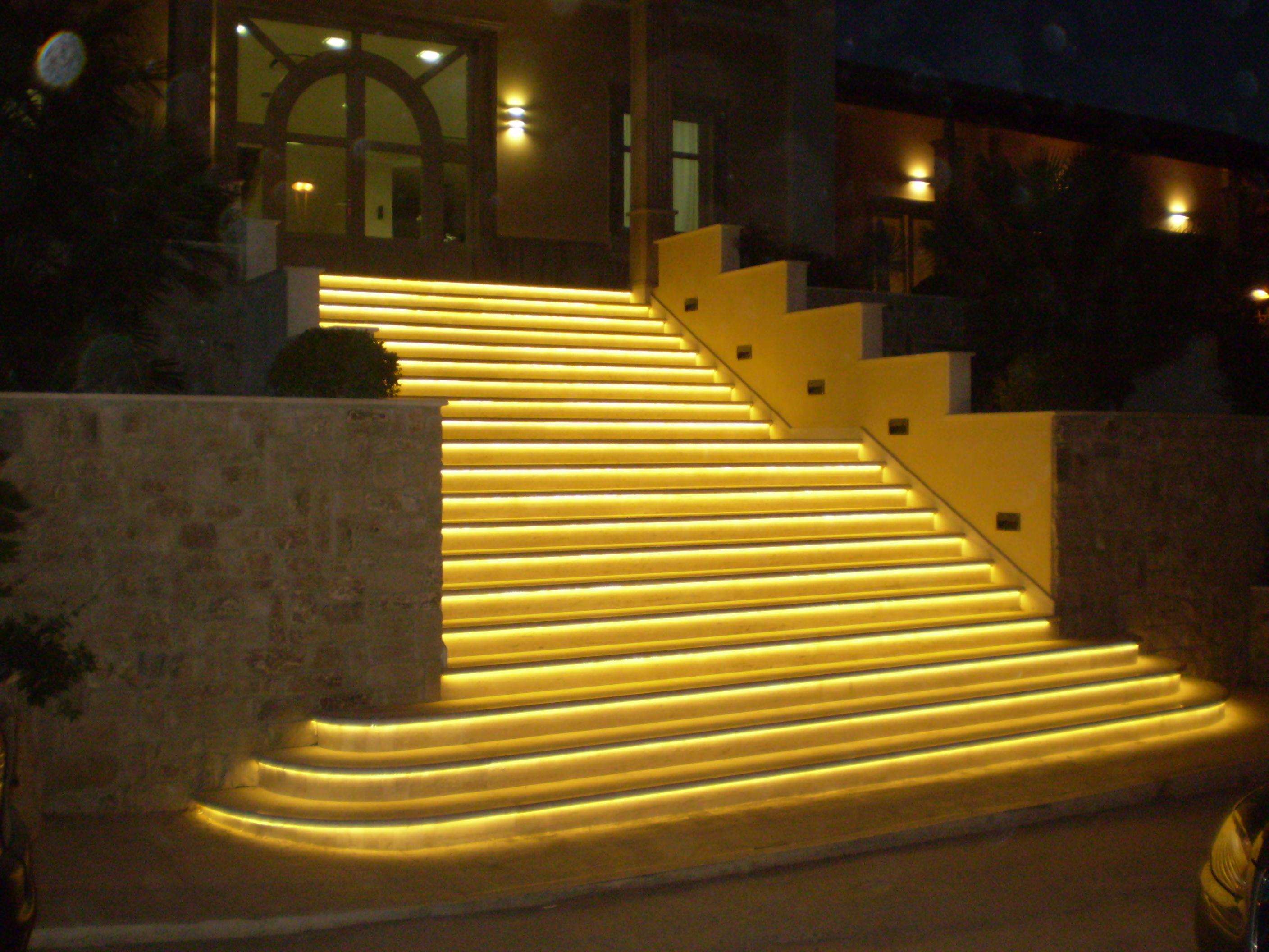 Rhea led linear - Escaleras con led ...